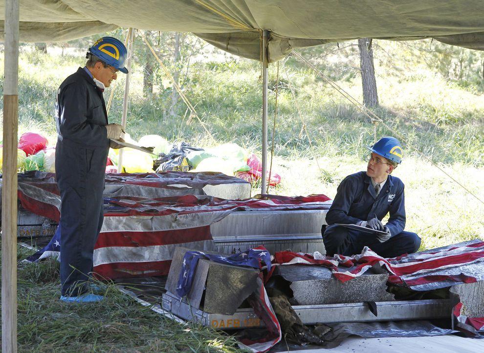 Als ein Militärflugzeug ist abstürzt, dass die Überreste gefallener Marines zurück nach Hause transportierten sollte, beginnt für Ducky (David McCal... - Bildquelle: CBS Television