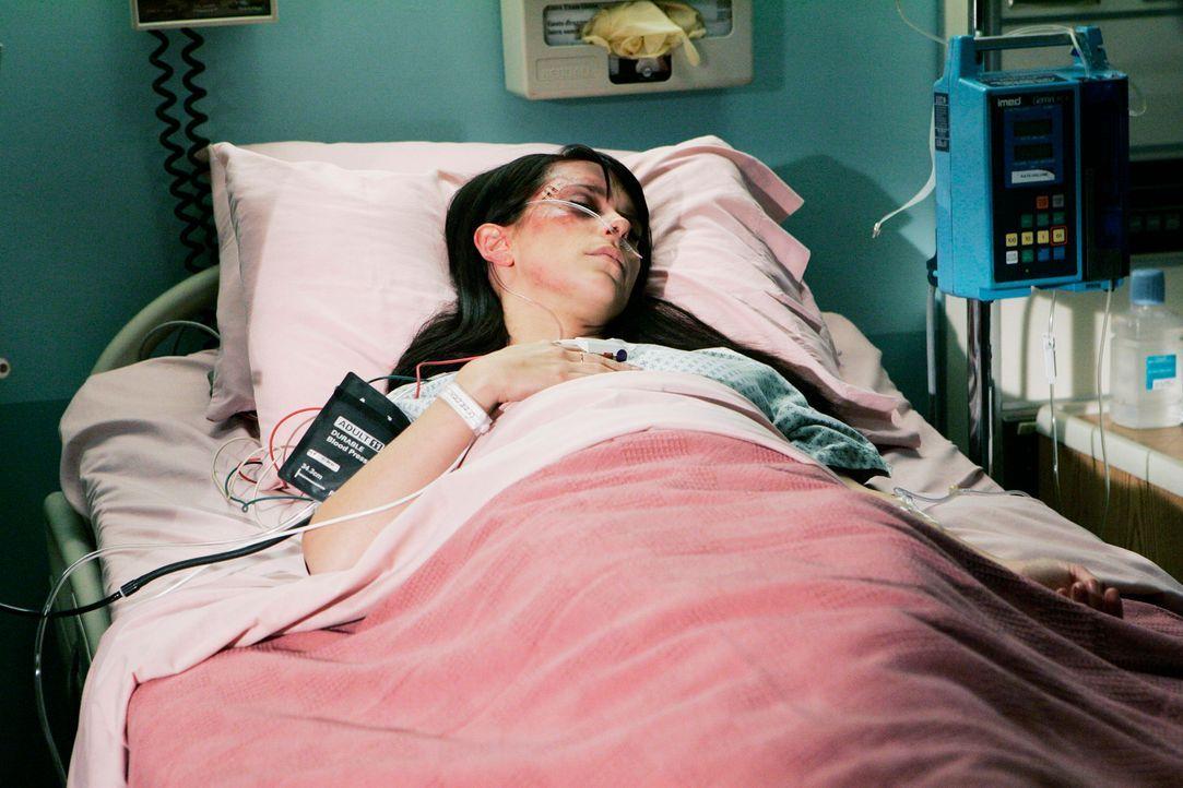 Melinda (Jennifer Love Hewitt) zieht sich bei einem Autounfall eine Kopfverletzung zu, was zur Folge hat, dass sie seitdem keine Geister mehr sehen... - Bildquelle: ABC Studios