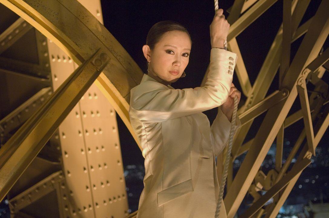 Als die Tochter (Zhang Jingchu) des angeschossenen Botschafters in Paris erscheint, müssen Lee und Carter das Versprechen geben, die Drahtzieher des... - Bildquelle: Warner Bros.