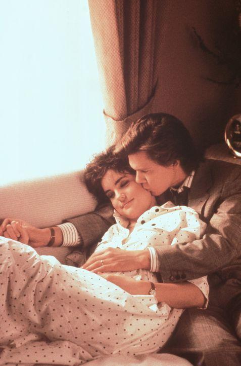 Gleich nach ihrem Schulabschluss stürzen sich Jake (Kevin Bacon, r.) und Kristy (Elizabeth McGovern, l.) ins Eheleben ... - Bildquelle: Paramount Pictures