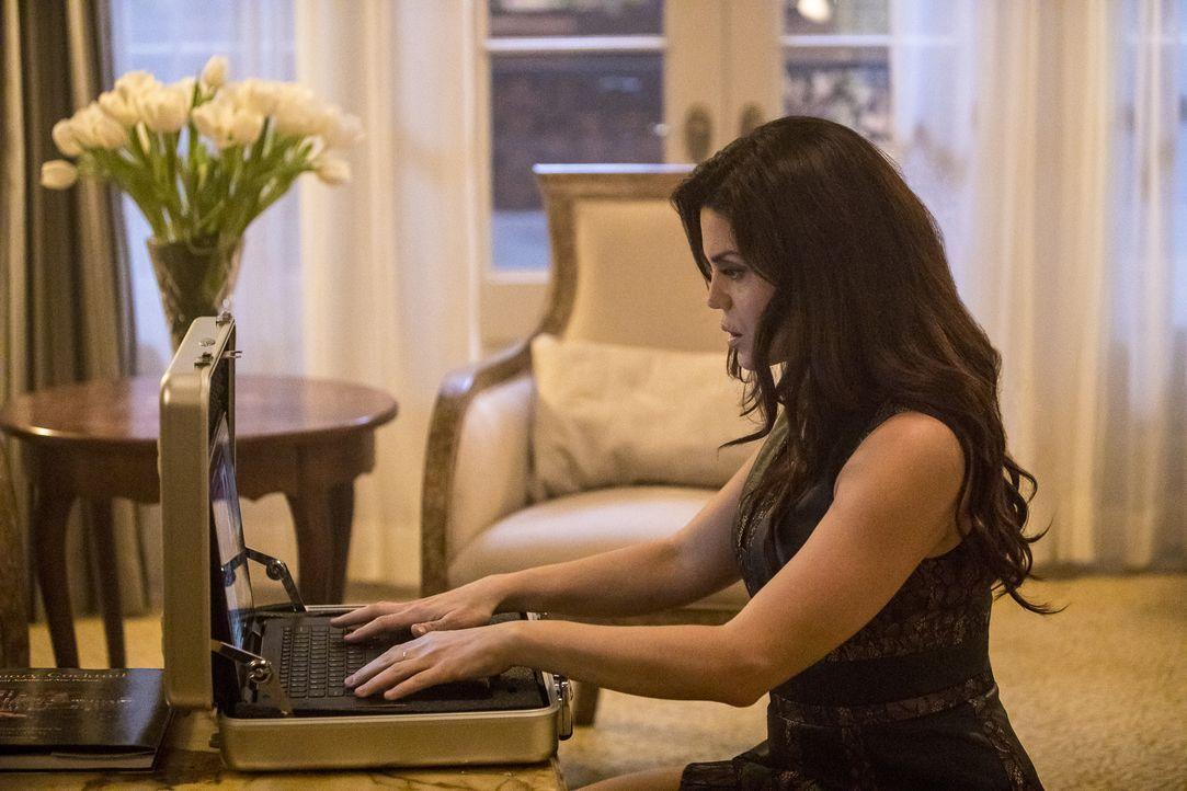 Undercover: Special Agent Gregorio (Vanessa Ferlito) ahnt noch nicht, dass sie in der Falle sitzt ... - Bildquelle: Skip Bolen 2016 CBS Broadcasting, Inc. All Rights Reserved / Skip Bolen