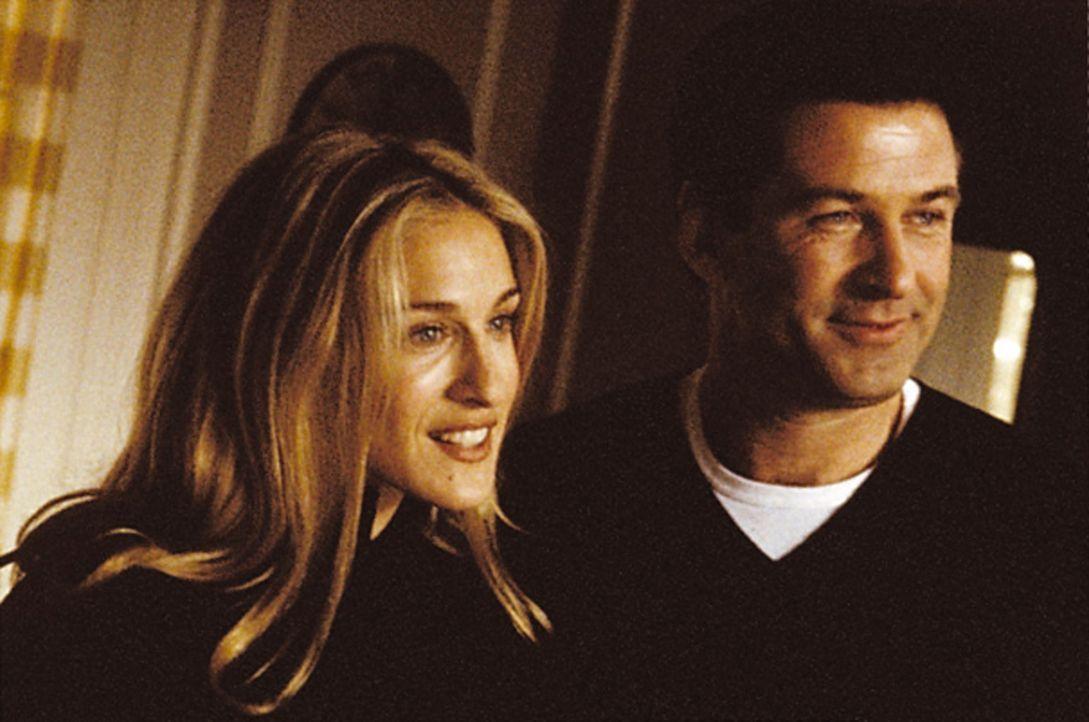 """Die beiden Schauspieler Bob Barrenger (Alec Baldwin, r.) und Claire Wellesley (Sarah Jessica Parker, l.) sollen in dem Film """"Die alte Mühle"""" mitwir... - Bildquelle: Warner Bros."""
