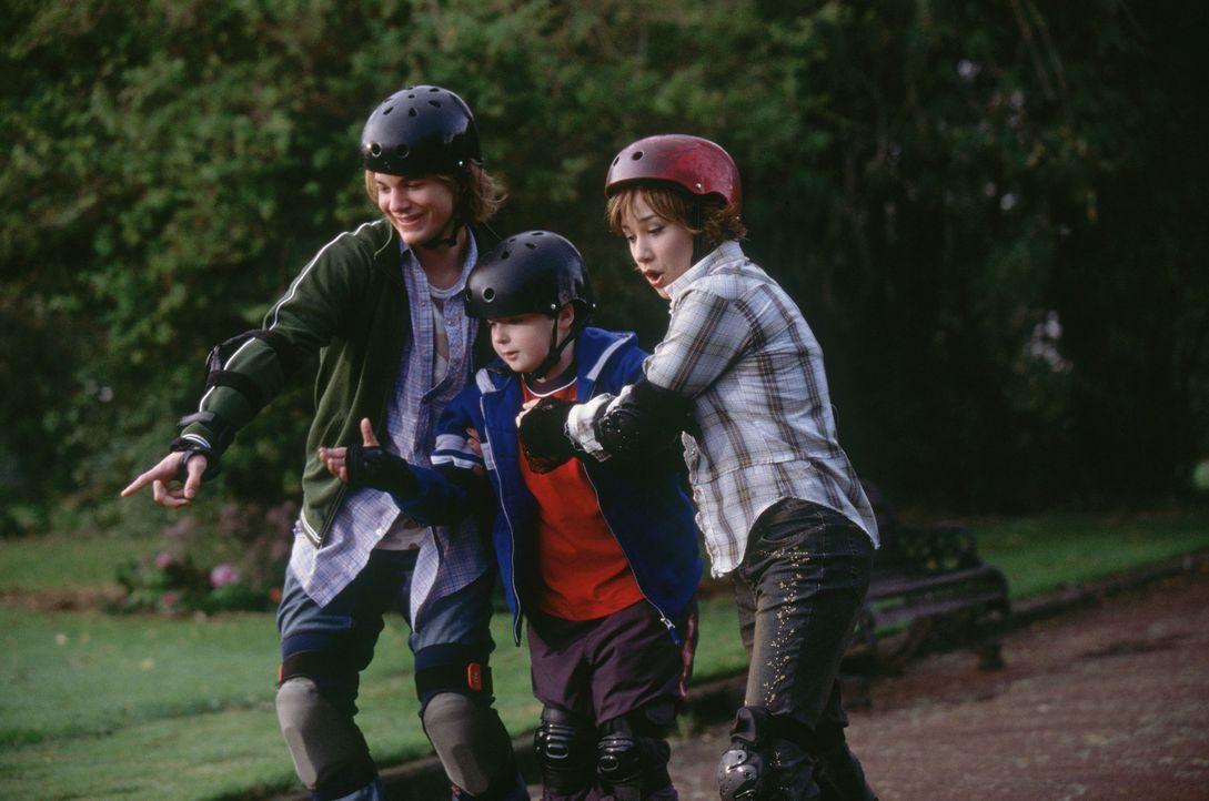 Seit langem kann Alex (A.J. Trauth, l.) seinen kleinen Bruder nicht besonders gut leiden. Obwohl seine beste Freundin, Abby (Lalaine, r.), immer wie... - Bildquelle: The Disney Channel