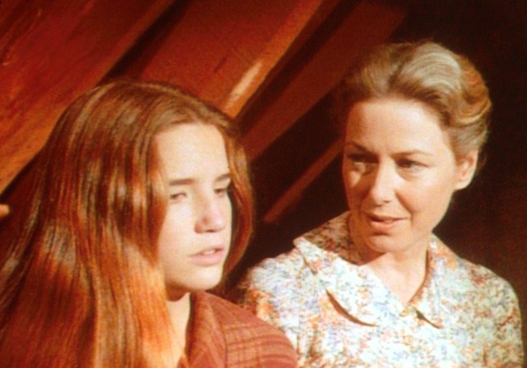 Weil sie sich auf den Rat der intriganten Nellie verlassen hat, ist Laura (Melissa Gilbert, l.) durch die entscheidende Prüfung gefallen. Caroline... - Bildquelle: Worldvision