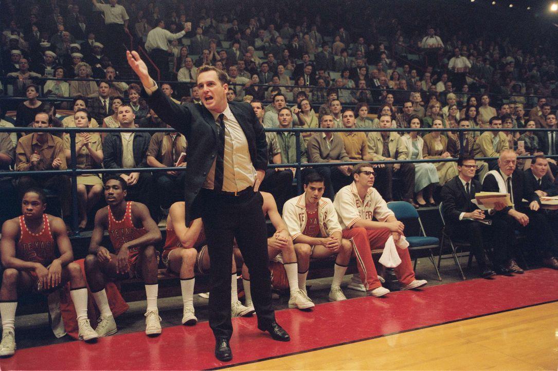 1966: Für Basketballtrainer Don Haskins (Josh Lucas) zählt allein der Sieg. Weil seinem texanischen College das Geld für teure Spieler fehlt, rekrut... - Bildquelle: Disney Enterprises, Inc / Bruckheimer Films.  All rights reserved