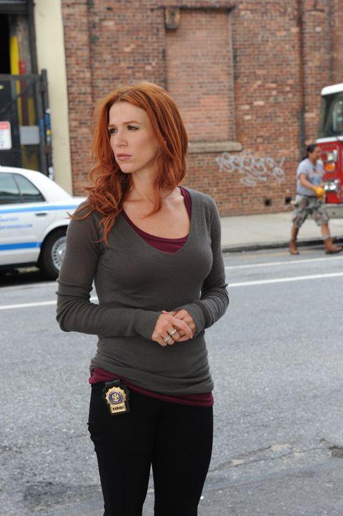 Wird zu einem neuen Fall gerufen: Carrie (Poppy Montgomery) ... - Bildquelle: 2011 CBS Broadcasting Inc. All Rights Reserved.