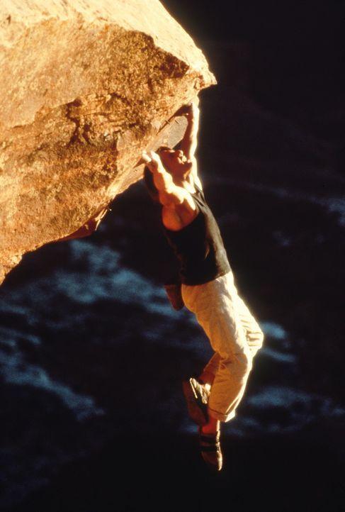 Während des Urlaubs, beim Free Climbing in einer 800 Meter hohen Felswand, erreicht Ethan Hunt (Tom Cruise) die Nachricht, dass ein ehemaliger IMF... - Bildquelle: Paramount Pictures