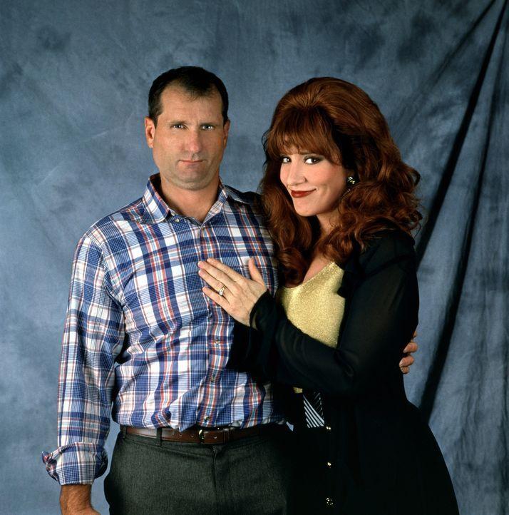 (8. Staffel) - Gegensätze ziehen sich an: Al Bundy (Ed O'Neill, l.) und seine Frau Peggy (Katey Sagal, r.) - Bildquelle: Sony Pictures Television International. All Rights Reserved.