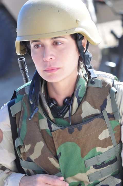 Ahnt nicht, dass in ihrer Mini-Einheit das Böse Einzug gehalten hat: Abby (Catherine Bell) ... - Bildquelle: 2011 Sony Pictures Television Inc. All Rights Reserved.