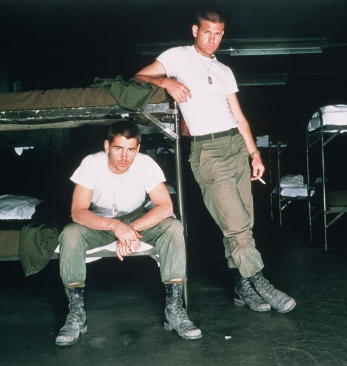 Der sensible Jim (Matthew Davis, l.) erhofft sich vom Krieg einen Kreativ-Kick für seine Schriftstellerkarriere, sein aufmüpfiger Kamerad Bozz (Co... - Bildquelle: 20th Century Fox Film Corporation