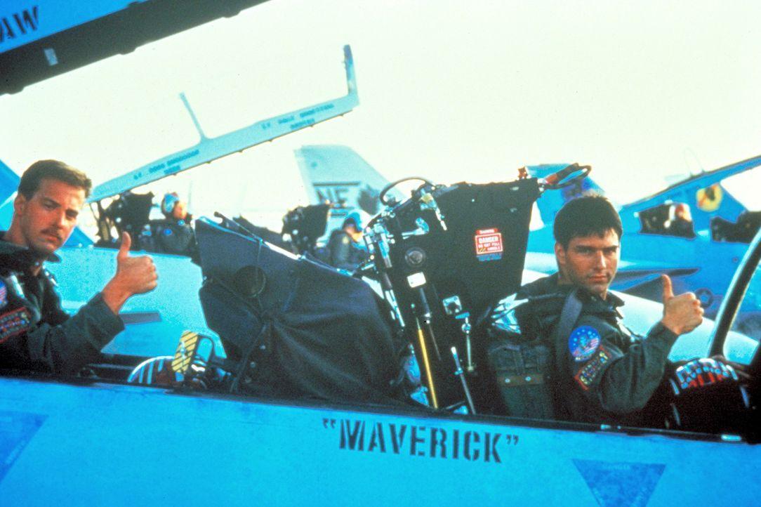 Zwei echte Freunde, die weder Tod noch Teufel fürchten - Maverick (Tom Cruise, r.) und sein Co-Pilot Goose (Anthony Edwards, l.) an Bord ihrer F14... - Bildquelle: PARAMOUNT PICTURES CORPORATION
