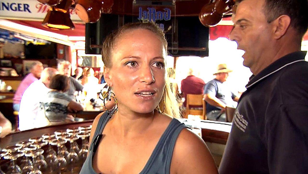 Sie hat es gewagt: Nelly (l.) ist ausgewandert und arbeitet nun in einer Strandbar auf Gran Canaria ... - Bildquelle: kabel eins