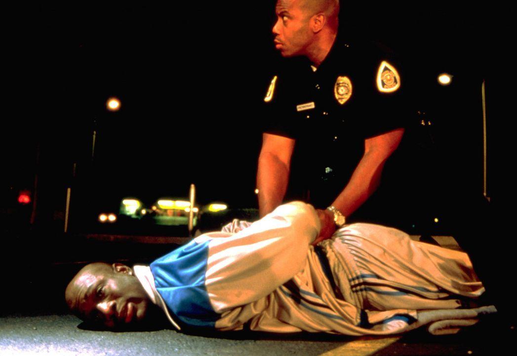 Was als Party-Nacht mit seinen Kumpels begann, endet mit tödlichen Schüssen auf einen Cop - und für Avery (Richard T. Jones) hinter Gittern. Doch... - Bildquelle: Sony Pictures Television International. All Rights Reserved.