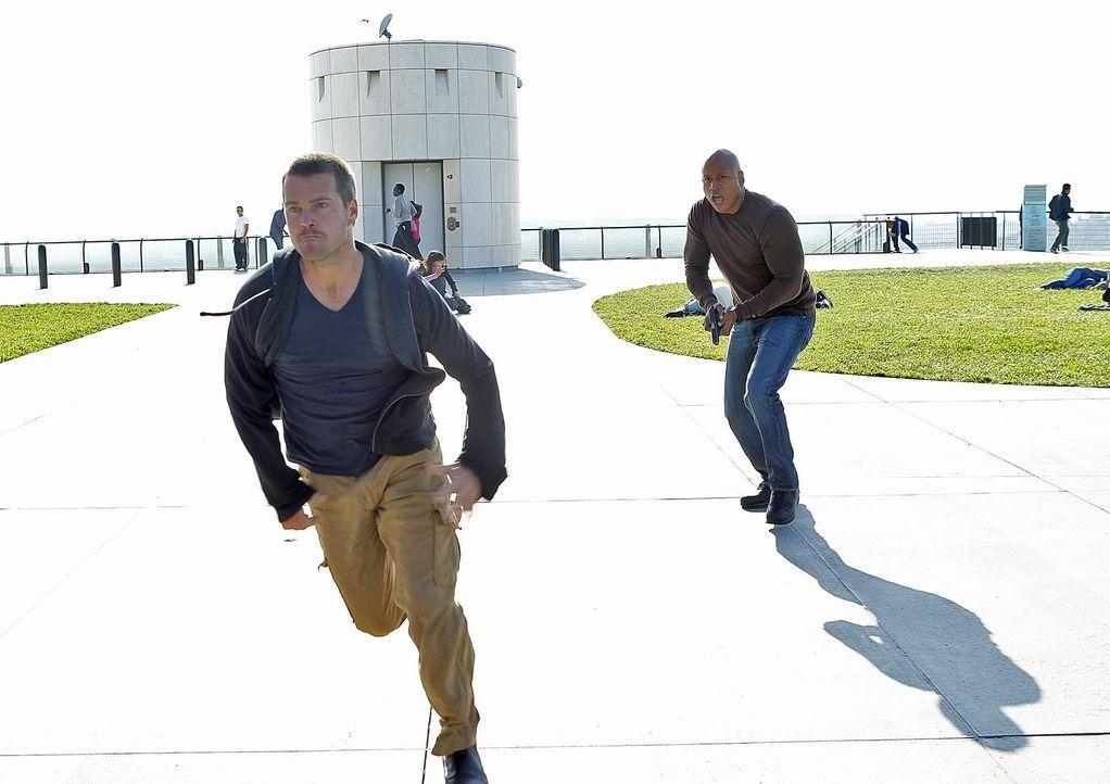 Die nationale Sicherheit ist bedroht: Sam (LL Cool J, r.) und Callen (Chris O'Donnell, l.) ermitteln undercover ... - Bildquelle: CBS Studios Inc. All Rights Reserved.
