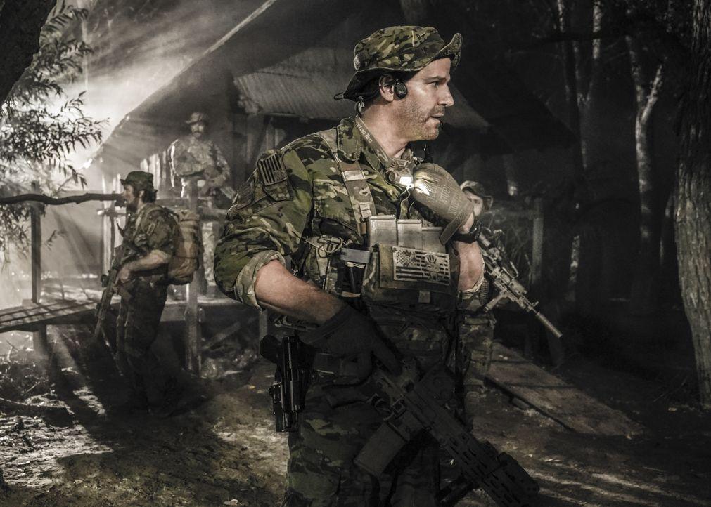 Kann Jasons (David Boreanaz) SEAL Team das Versteck der Geiselnehmer im tiefen Dschungel Brasiliens aufspüren, bevor es zu spät für die Gefangenen i... - Bildquelle: Erik Voake Erik Voake/CBS  2017 CBS Broadcasting, Inc. All Rights Reserved / Erik Voake