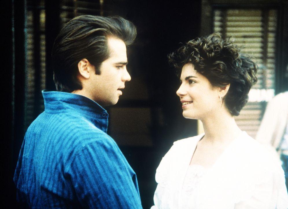 Als Junge verkleidet, erhofft sich Terry (Joyce Hyser, r.) bessere Erfolgschancen bei einem Reportagewettbewerb. Als sie Rick (Clayton Rohner, l.) k... - Bildquelle: Columbia Pictures