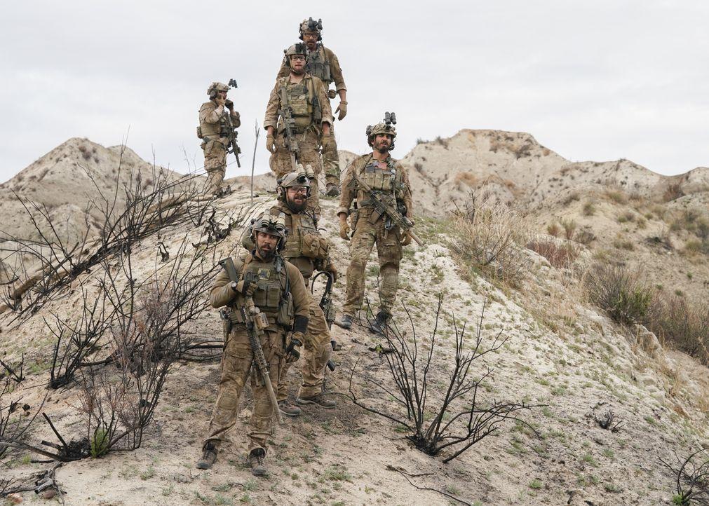 Das SEAL-Team ist mit einem Helikopter verunglückt und ihre Feinde kommen ihnen immer näher. Kann das Team seine Mission noch erfüllen? - Bildquelle: Erik Voake CBS © 2018 CBS Broadcasting, Inc. All Rights Reserved. / Erik Voake