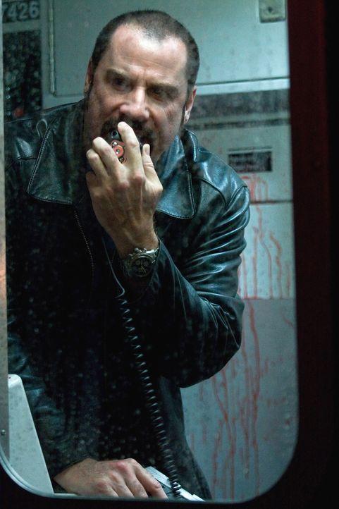 Gangsterboss Ryder (John Travolta) ist nicht bereit, mit dem Polizeipsychologen zu verhandeln. Einzig der einfache Fahrdienstleiter Walter Garber da... - Bildquelle: 2009 Columbia Pictures Industries, Inc. and Beverly Blvd LLC. All Rights Reserved.