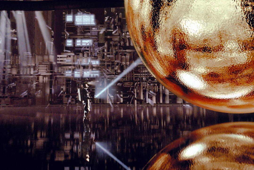 Schmuckstück oder Falle? Dr. Harry Adams (Samuel L. Jackson) versucht, das Geheimnis der riesigen goldenen Kugel zu knacken. - Bildquelle: Warner Bros. Pictures