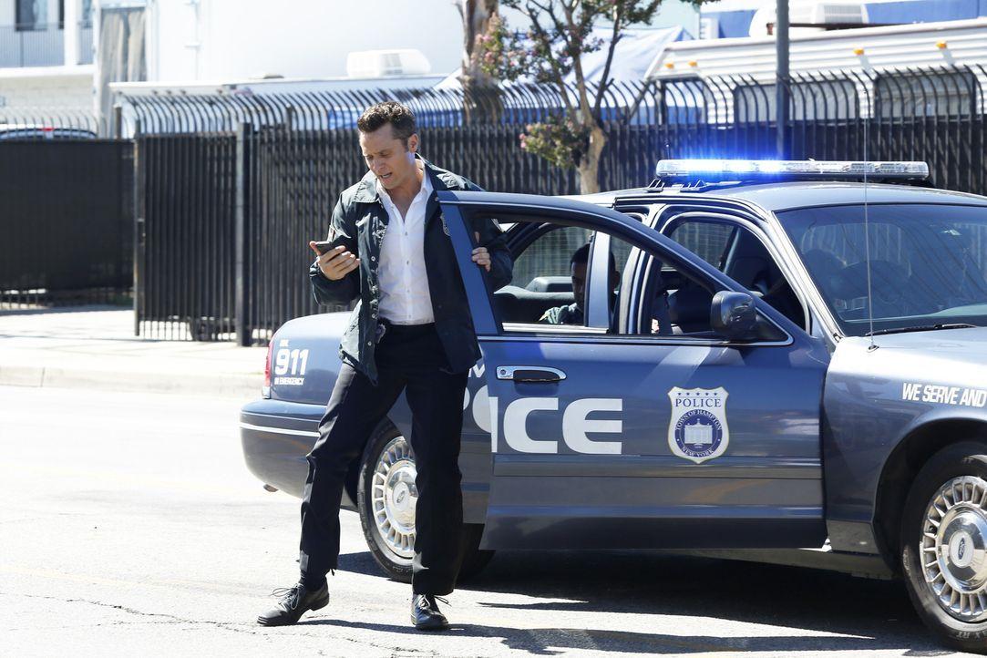 Ryan (Seamus Dever) nimmt die Spur des verschwundenen Castle auf, und die führt ihn auf einen Schrottplatz ... - Bildquelle: Kelsey McNeal ABC Studios