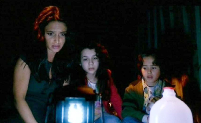 Aaliyah Nadir (Andrea Gabriel, l.) und ihre Kinder Dalia (Hannah Marks, M.) und Faris (Daylon Reese, r.) sind beunruhigt, dass sie nichts mehr von J... - Bildquelle: Touchstone Television