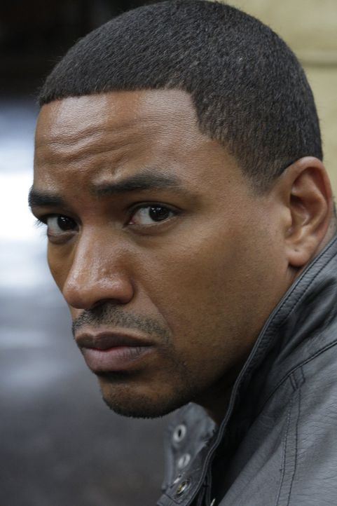 Gil Puente (Laz Alonso) und seine Spezialeinheit sind hinter dem mächtigen Drogendealer, der seine Geschäfte ungestört von der Polizei betreibt, her... - Bildquelle: Warner Brothers