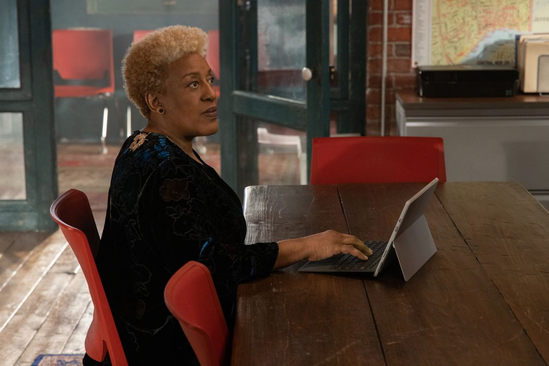 Dr. Loretta Wade (CCH Pounder) - Bildquelle: 2020 CBS Broadcasting Inc. All Rights Reserved.