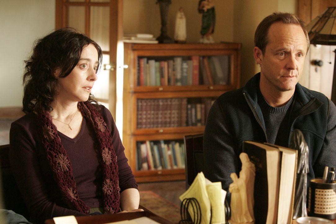 Ruth (Jane Adams, l.) und Donald Ferguson (John Benjamin Hickey, r.) haben massive Eheprobleme, wollen sich jedoch niemals scheiden lassen, da sie s... - Bildquelle: Vivian Zink USA Network