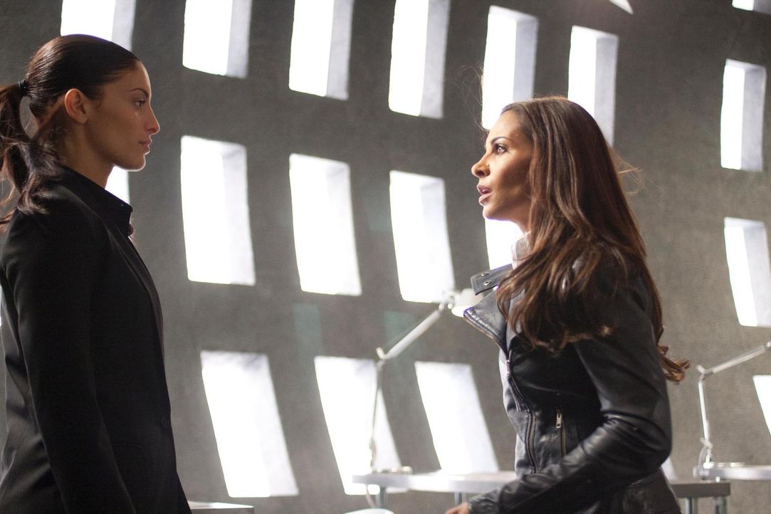 Was ist nur mit Lupo (Erica Cerra, l.) und Allison (Salli Richardson-Whitfield, r.) los? - Bildquelle: Universal Television
