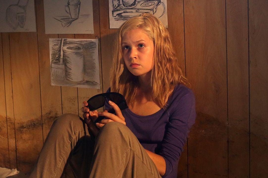 Was hat Isabelle Saunders (Jenessa Grant) mit Timothy Lawton zu tun - und welche Rolle haben die beiden beim Mord an Maya Henson gespielt? - Bildquelle: BetaFilm
