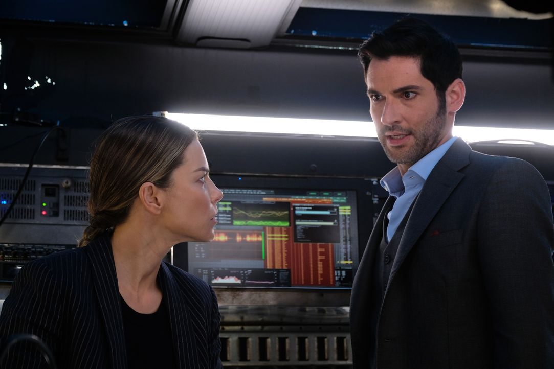 Chloe (Lauren German, l.); Lucifer (Tom Ellis, r.) - Bildquelle: 2017 Fox Broadcasting Co.