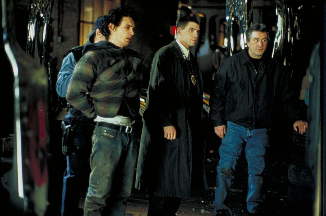 (v.l.n.r.) Joey LaMarca (James Franco); Dave Simon (Anson Mount); Detective Vincent LaMarca (Robert De Niro) - Bildquelle: Beta Film