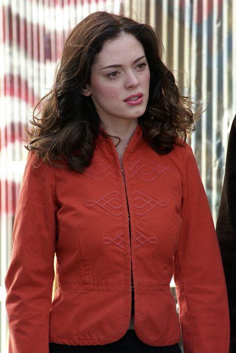 Paige (Rose McGowan) wird misstrauisch, als Phoebe bei ihr plötzlich auftaucht. - Bildquelle: Paramount Pictures
