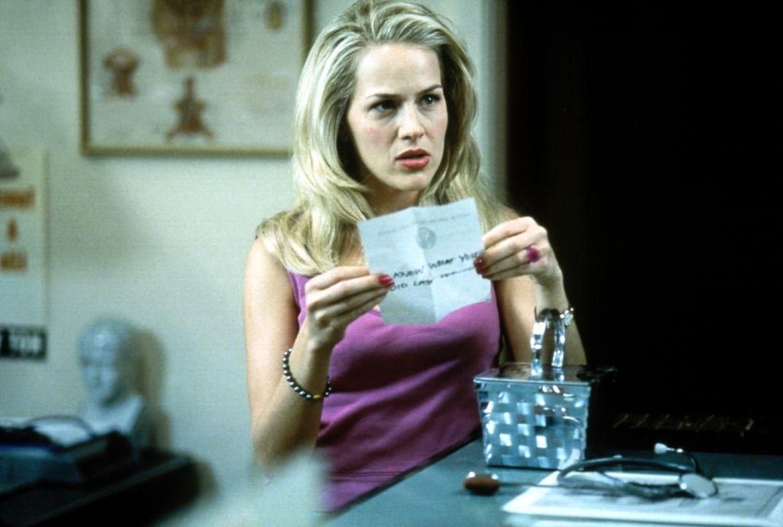 Eines Tages erhält die Highschool-Schülerin Barbara (Julie Benz) einen mysteriösen Drohbrief eines Unbekannten ... - Bildquelle: USA Network Inc.
