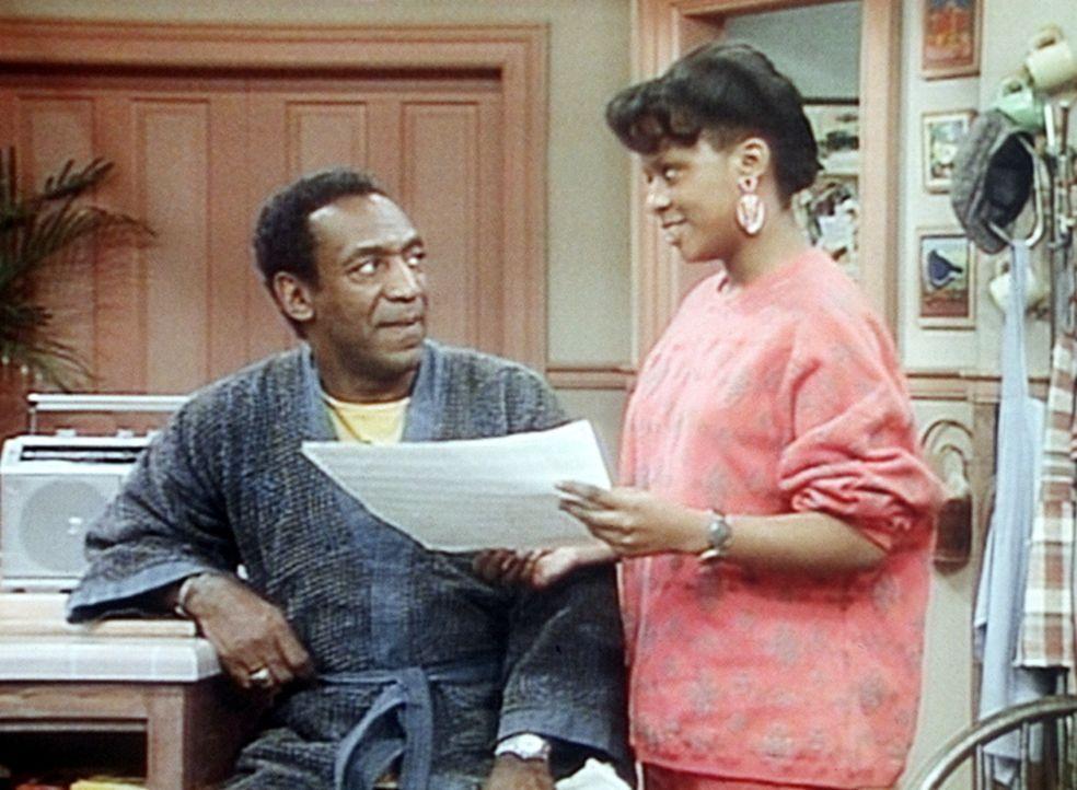 Vanessa (Tempsett Bledsoe, r.) erklärt ihrem Vater (Bill Cosby, l.), dass seine Gereiztheit nicht an mangelnder Ruhe, sondern möglicherweise an ei... - Bildquelle: Viacom