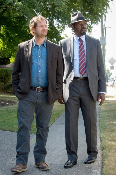 Ermitteln in einem neuen Fall: Backstrom (Rainn Wilson, l.) und Det. Sgt. Almond (Dennis Haysbert, r.) ... - Bildquelle: 2015 Fox and its related entities. All rights reserved.