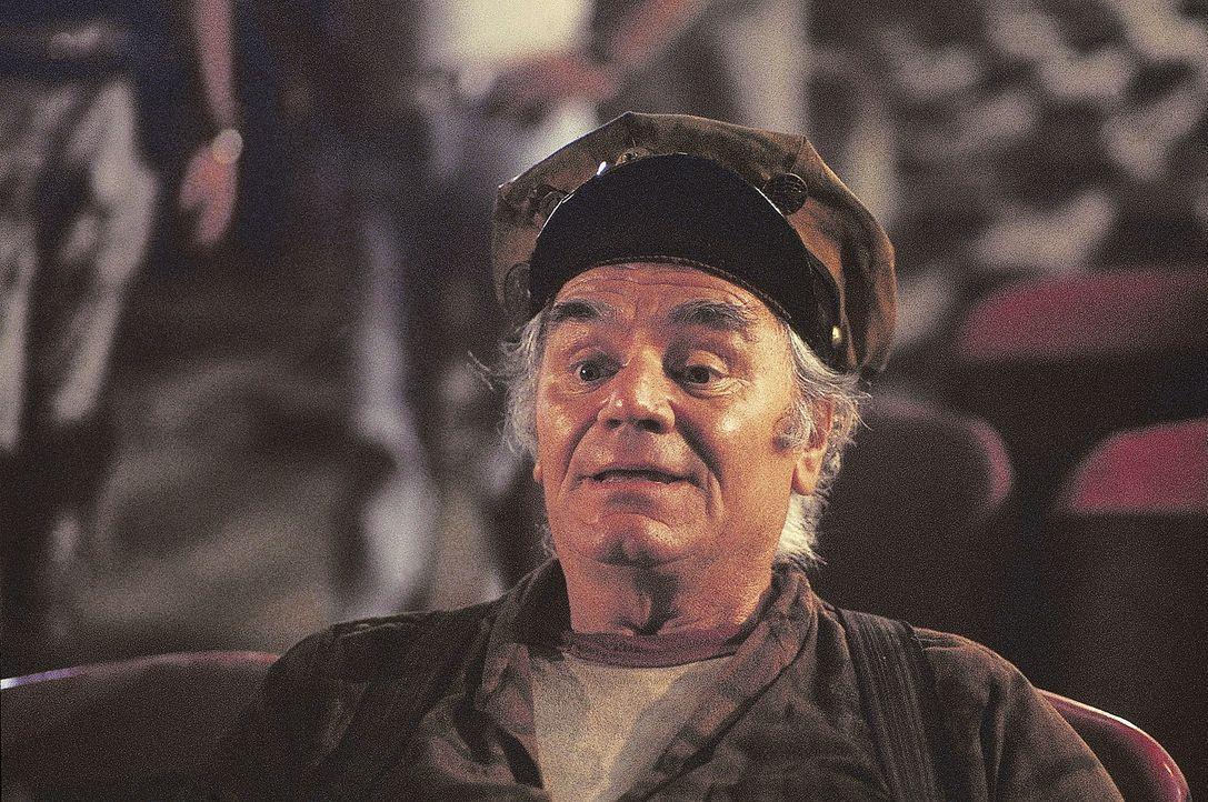 Weil Cabbie (Ernest Borgnine) schon sehr lange auf der Gefängnisinsel Manhattan überlebt hat, kann er der Klapperschlange lebenswichtige Tipps ert... - Bildquelle: AVCO Embassy Pictures