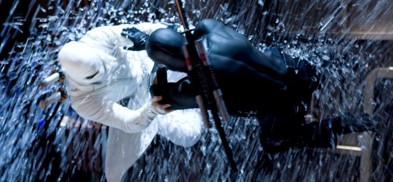 Zwischen Storm Shadow (Byung-hun Lee, l.) und Snake Eyes (Ray Park, r.) entbrennt ein Kampf auf Leben und Tod ... - Bildquelle: 2009 Paramount Pictures Corporation. All Rights Reserved.