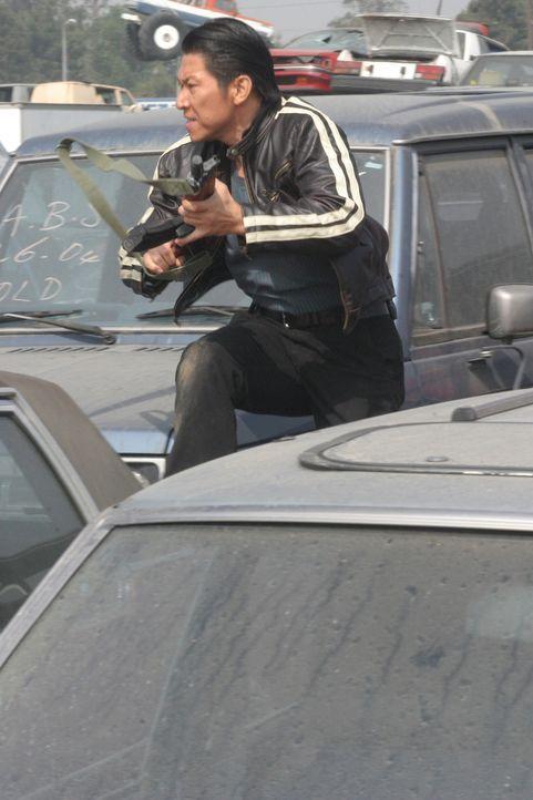 Drogenkurier Niran (Boyuen) lässt sich nicht gerne über den Tisch ziehen. Und schon gar nicht von Undercover-Agenten ... - Bildquelle: Warner Bros. Entertainment Inc.