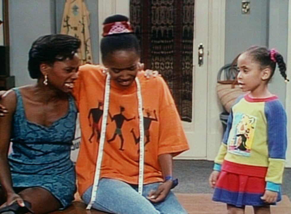 Pam (Erika Alexander, M.) und Charmaine (Karen Malina White, l.) sind traurig, weil sie nicht am selben College studieren können. Olivia (Raven Sym... - Bildquelle: Viacom