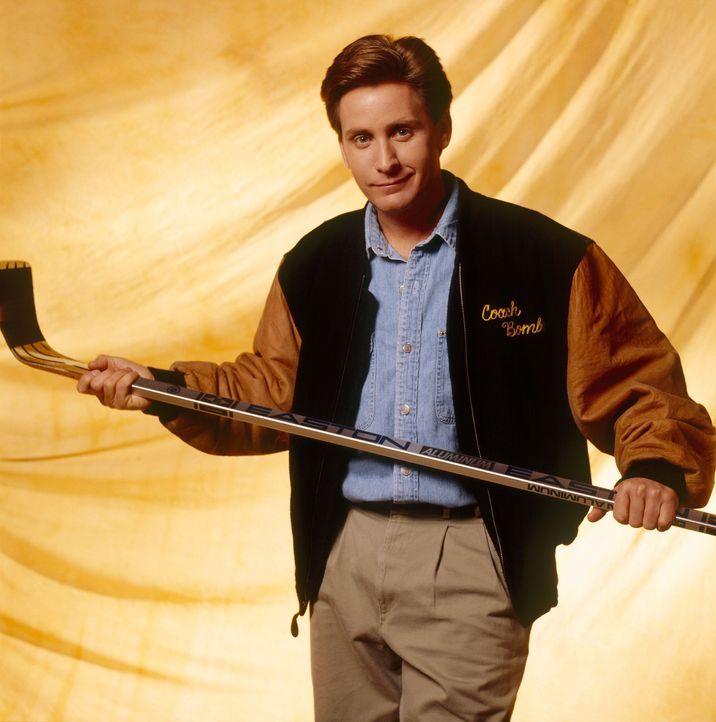 Innerhalb kurzer Zeit erkennt Trainer Gordon Bombay (Emilio Estevez), dass er den wilden Haufen Großmäuler auf alte Stärken besinnen und ihren Te... - Bildquelle: Walt Disney Pictures
