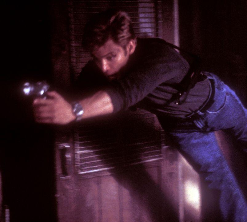 Connor Spears (Casper Van Dien) hat sich ein beschauliches Leben in Los Angeles aufgebaut. Doch seine Vergangenheit holt ihn eines Tages wieder ein... - Bildquelle: 2000  MUSE PRODUCTIONS (TRACKER) INC.