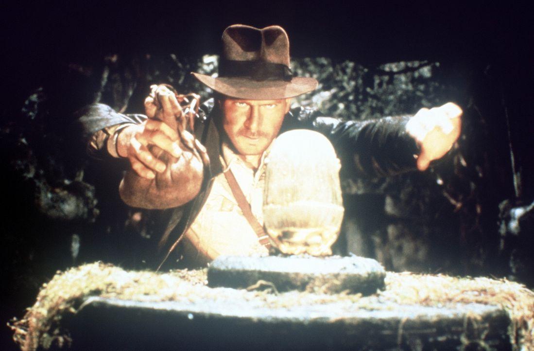 Bevor die Nazis zuschlagen, gelingt es dem Archäologieprofessor Indiana Jones (Harrison Ford), die sagenhafte Bundeslade des Alten Testaments zu fi... - Bildquelle: Paramount Pictures