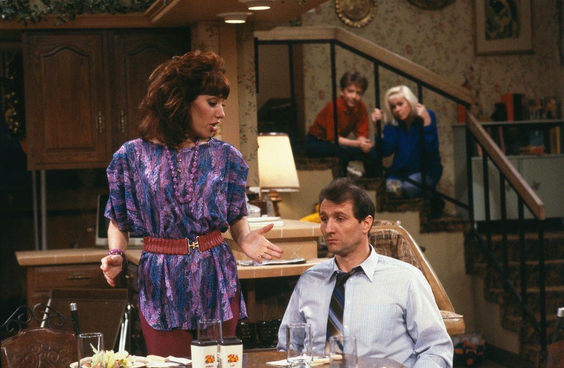 Schuhverkäufer El Bundy (Ed O'Neill, vorne rechts) ist ein wahrer Unglücksrabe. Darüber hinaus ist er von seiner Familie - bestehend aus Ehefrau Peg... - Bildquelle: 1987 Embassy Communications. All Rights Reserved.