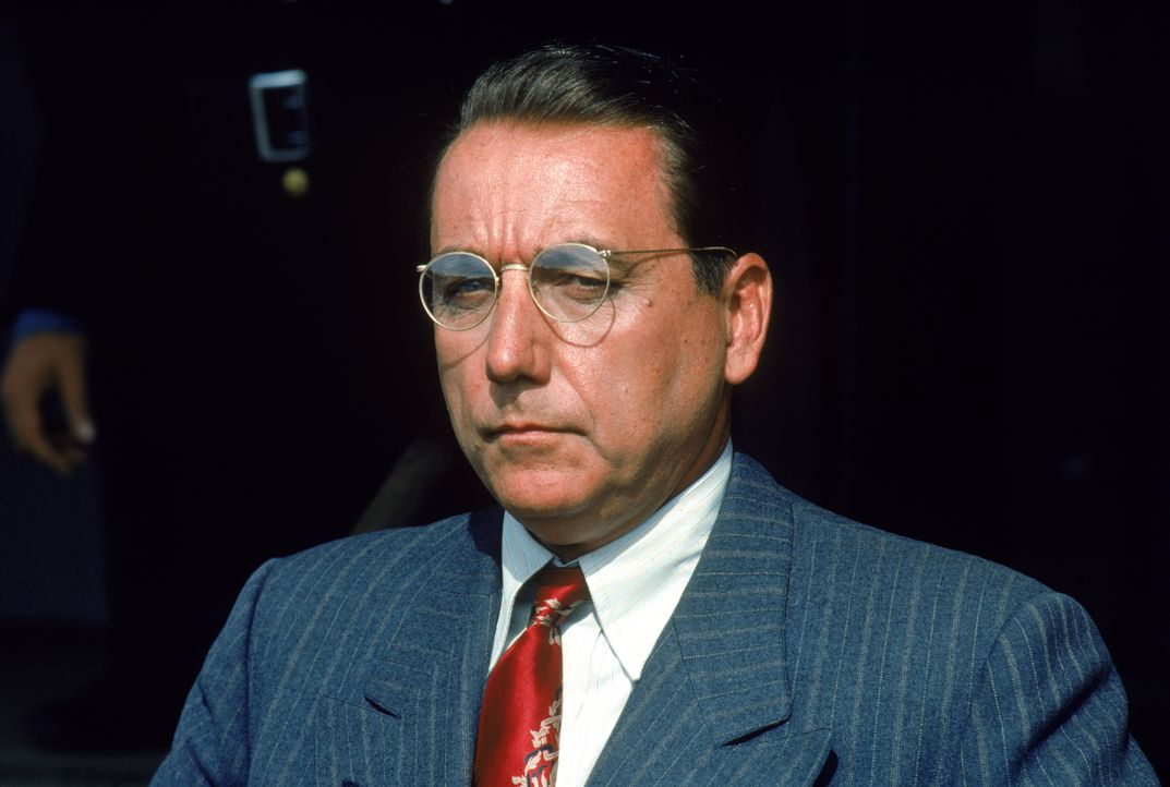 Der zwielichtige Gefängnisdirektor Norton (Bob Gunton) ist in illegale Geschäfte verwickelt ... - Bildquelle: 1994 Warner Bros. Entertainment Inc. All Rights Reserved.