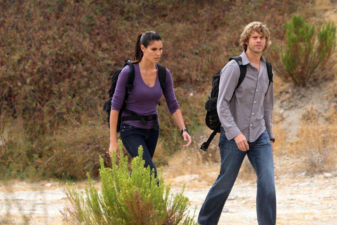 Bei den Ermittlungen in einem neuen Fall: Deeks (Eric Christian Olsen, r.) und Kensi (Daniela Ruah, l.) ... - Bildquelle: CBS Studios Inc. All Rights Reserved.