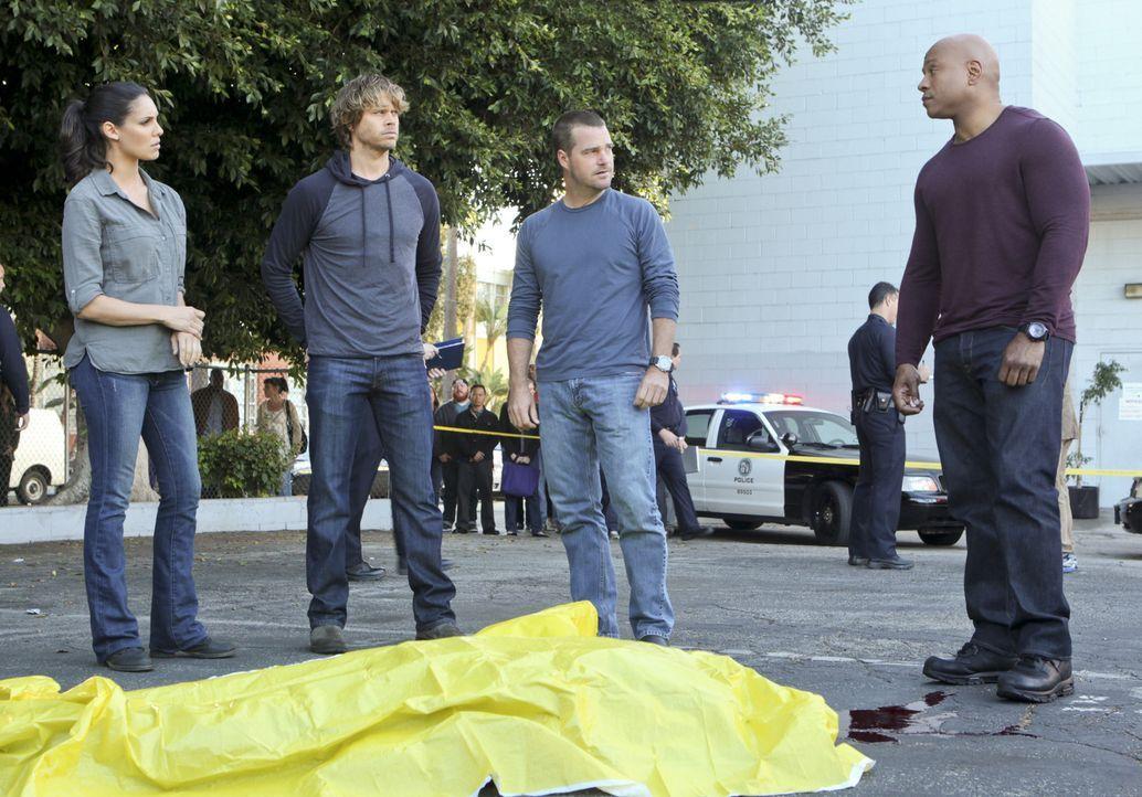Müssen einen neuen Fall lösen: Callen (Chris O'Donnell, 2.v.r.), Sam (LL Cool J, r.), Kensi (Daniela Ruah, l.) und Deeks (Eric Christian Olsen, 2.v.... - Bildquelle: CBS Studios Inc. All Rights Reserved.