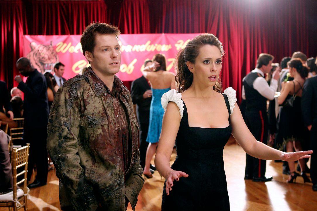 Kann Melinda (Jennifer Love Hewitt, r.) dem Geist von Bryan (Jamie Bamber, l.) helfen, ins Licht zu gehen? - Bildquelle: ABC Studios