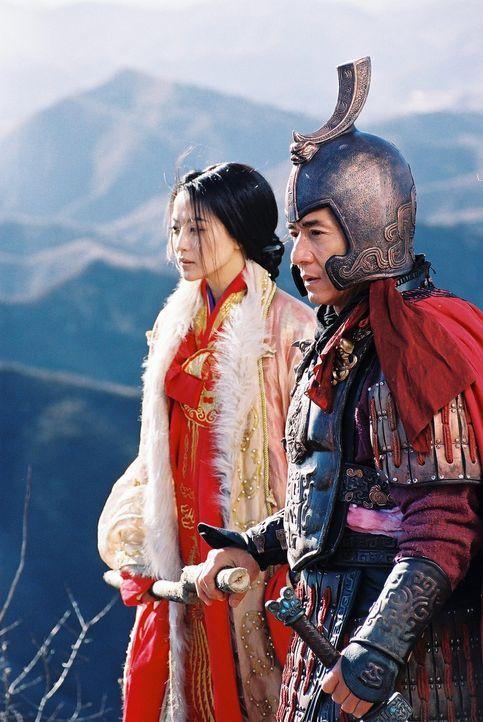 Vor 2000 Jahren begleitete General Meng Yi (Jackie Chan, r.) eine koreanische Prinzessin (Hee-seon Kim, l.) nach China, die die Konkubine des greise... - Bildquelle: Splendid