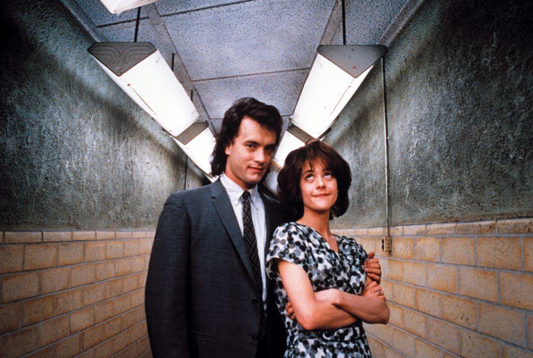 Seit langem hat Joe Banks (Tom Hanks, l.) eine Schwäche für seine Kollegin DeDe (Meg Ryan, r.) ... - Bildquelle: Warner Bros.